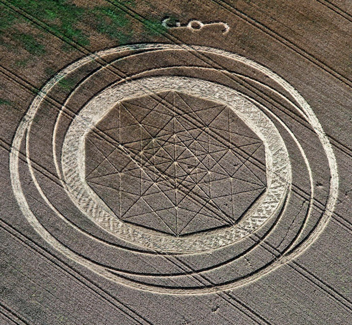 A Crop Circle and a Quasicrystal