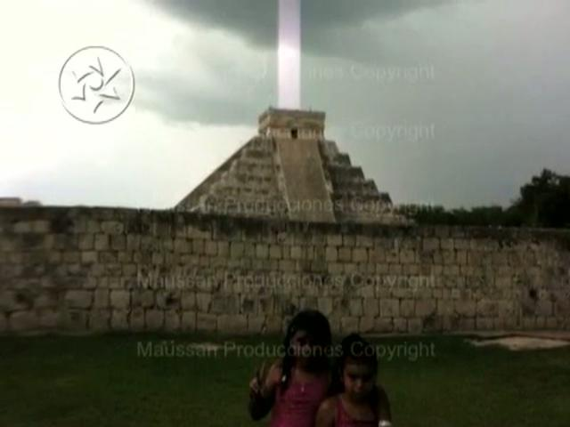 The Kukculkan Pyramid Light Beam Photo: Are Pyramids Navigational Beacons For Celestial Voyagers?